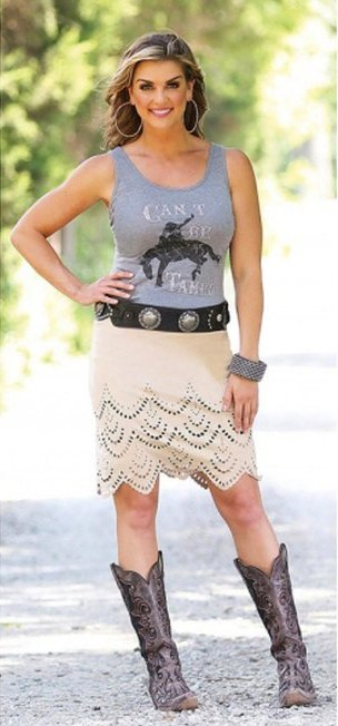 Cute western skirts to wear with cowboy boots - Think Pink